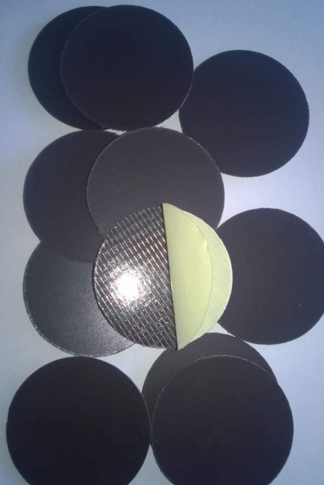 44. Öntapadó mágnesfólia (vágott) - átmérő 50mm (új)
