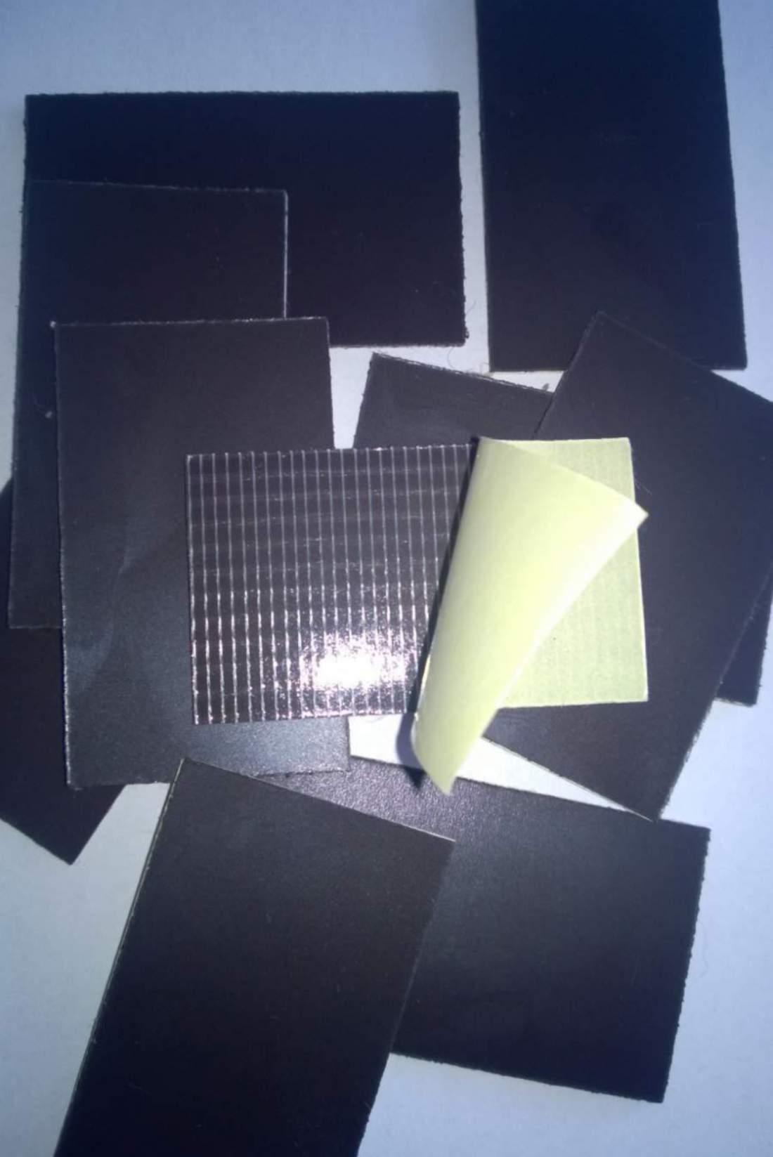 42.1. Öntapadó mágnesfólia (vágott) - 30x20mm